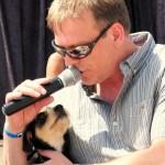 Klaus sang ein Lied für Laurence und alle Hunde auf dieser Welt. Das Publikum weinte vor Rührung. Danke Klaus das war wunderbar